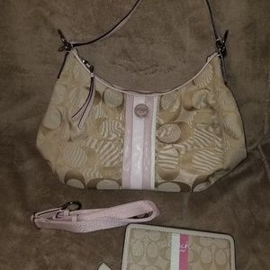 COACH Shoulder bag w/ Wallet